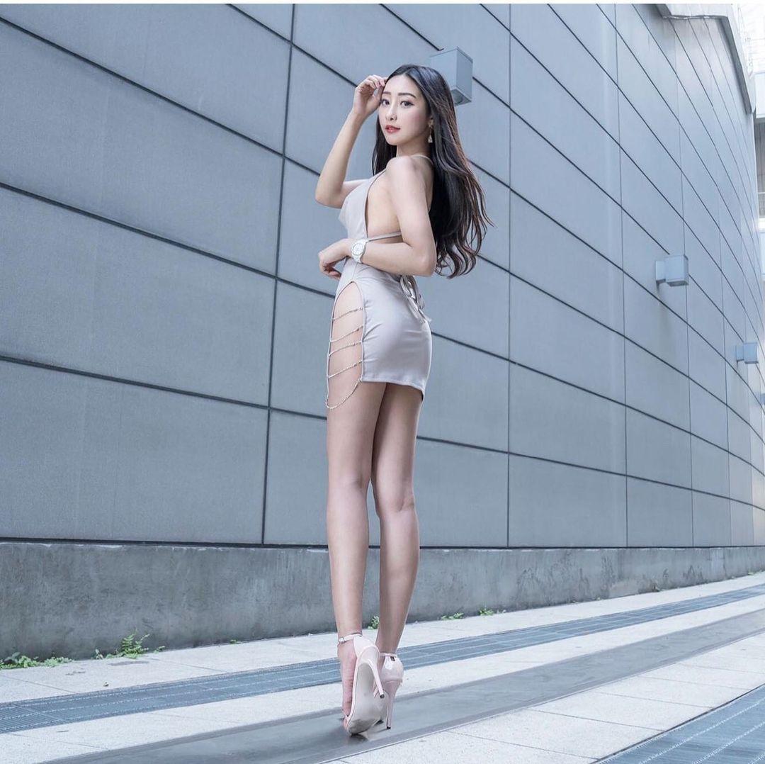 多圖/美腿正妹吳采婕開衩短裙太性感搭配惹火身材超迷人!